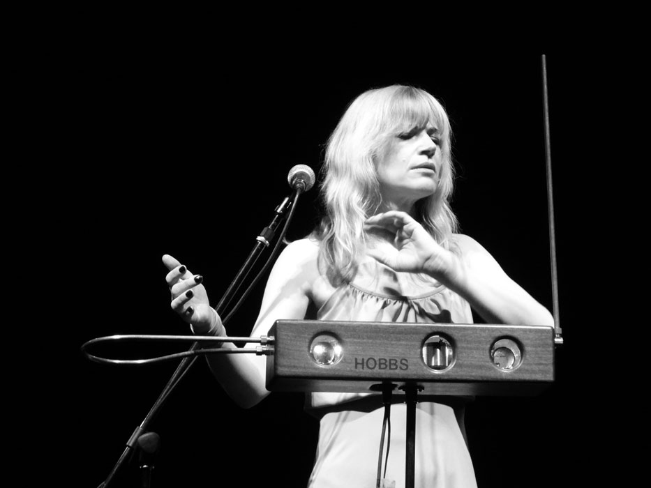 Concert: Dorit Chrysler spielt Theremin