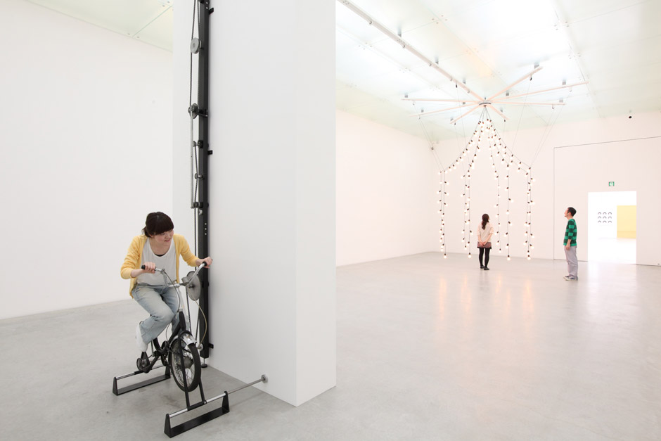 Guided tour: Jeppe Hein - Inhale - Hold - Exhale